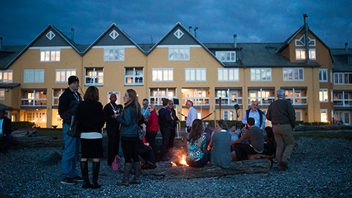 Northwest Wine Encounter – Winemakers and guests enjoy a beach bonfire with s'mores and dessert wine